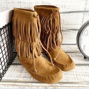 Minnetonka fringe boots sz 8.5